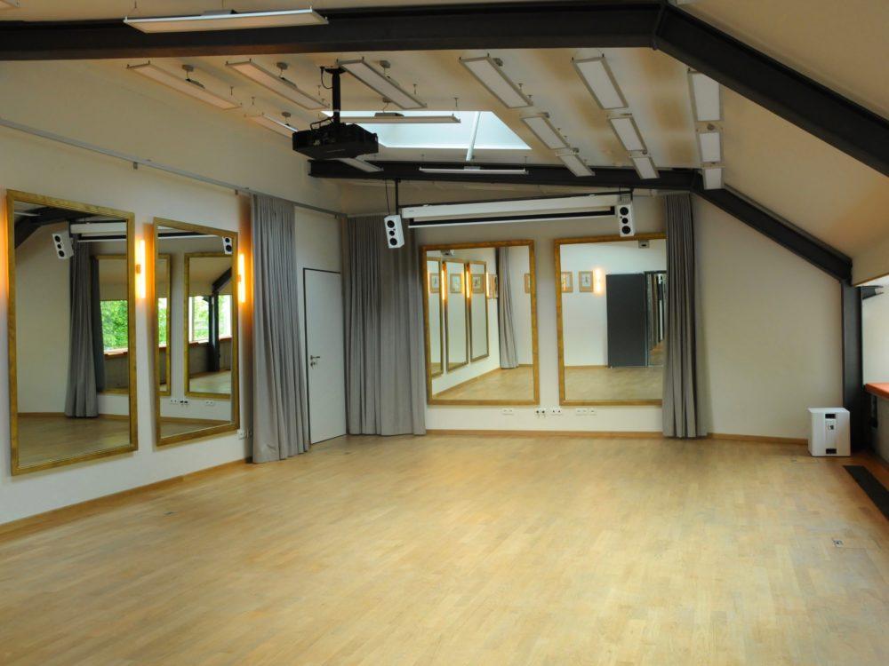 Spiegel Salon Unterricht Raum von Urquiza Tango Argentino in Berlin Prenzlauer Berg