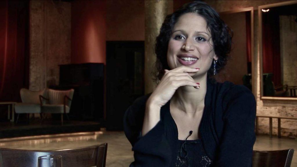 Con el Tango eine Urquiza Dokumentarfilm Scene mit Ester Duarte Interview im Salón Urquiza, Berlin