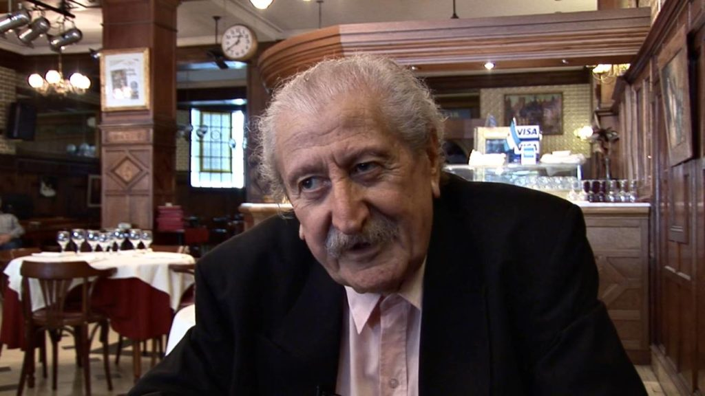 Con el Tango eine Urquiza Dokumentarfilm Scene mit Interview an El Turco José Brahemcha in ein Café in Buenos Aires