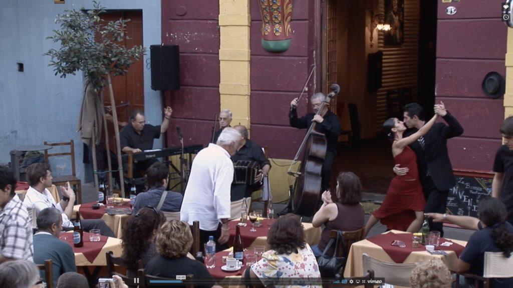 Con el Tango eine Urquiza Dokumentarfilm Scene mit eine Tango Show in la Boca Buenos Aires