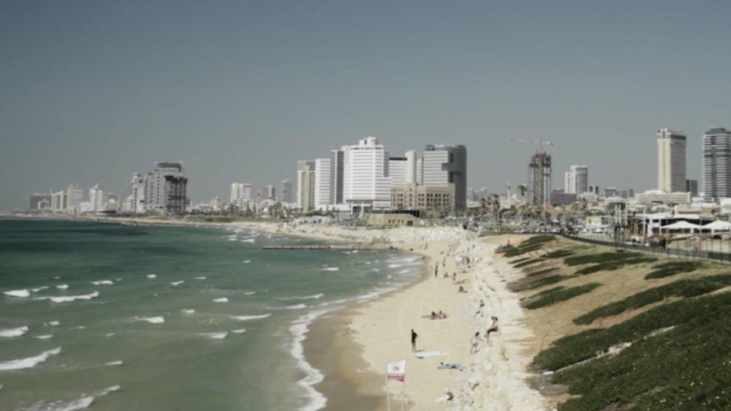 Con el Tango eine Urquiza Dokumentarfilm Scene Ankunft nach Tel Aviv